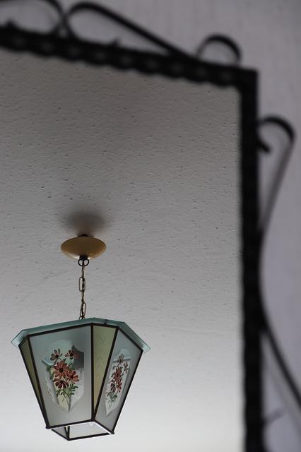 lampa salon oświetlenie