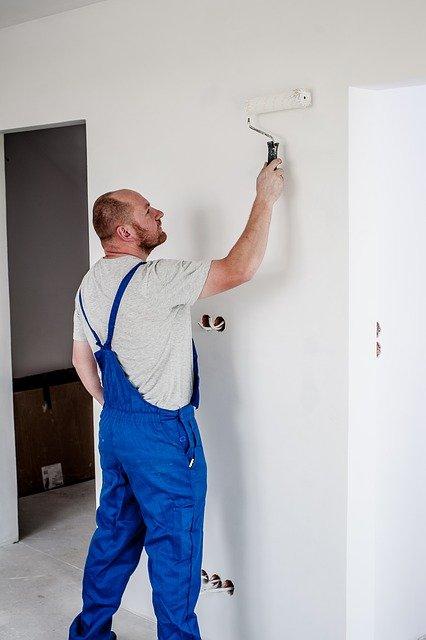 remont mieszkanie robotnik malowanie