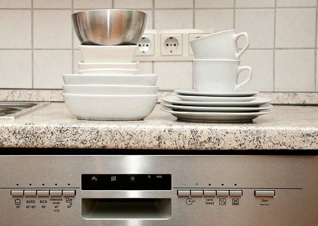 zmywarka czyszczenie kuchnia naczynia